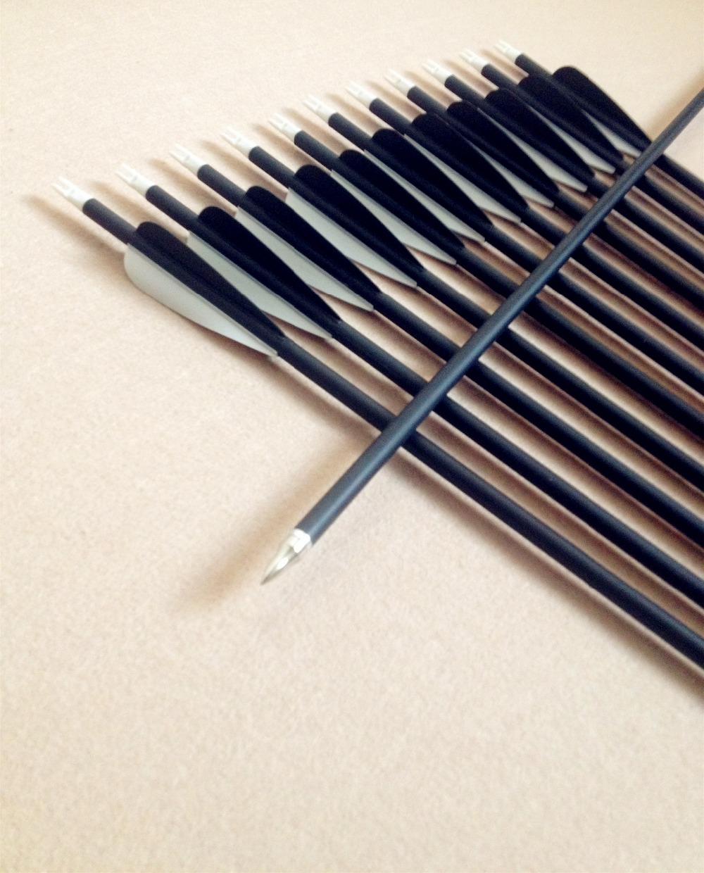 6/12/24PCS High Quality Carbon Arrows Black And White Arrow Archery Hunting Contest For Recurve Bow