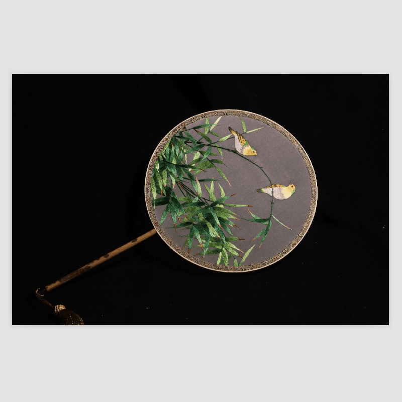 Suzhou embroidery palace fan is a high end gift with Chinese styleSuzhou embroidery palace fan is a high end gift with Chinese style