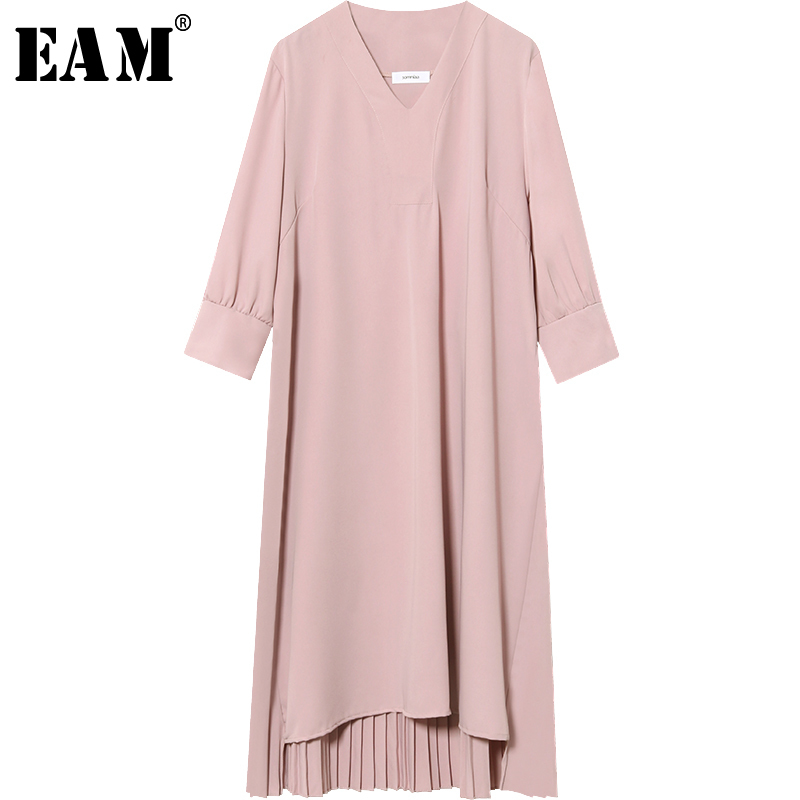 [EAM] 2018 New Summer Fashion Tide Black Loose Irregular V-neck Three Quarter Leeve Simple Wild Woman Pleated Dress S335