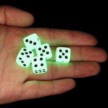 Sıcak satış 5 adet 14mm 6 taraflı Noctilucent zar gece ışık küpleri yuvarlak köşe zar eğlenceli Bar KTV eğlence aydınlık oyun Dices