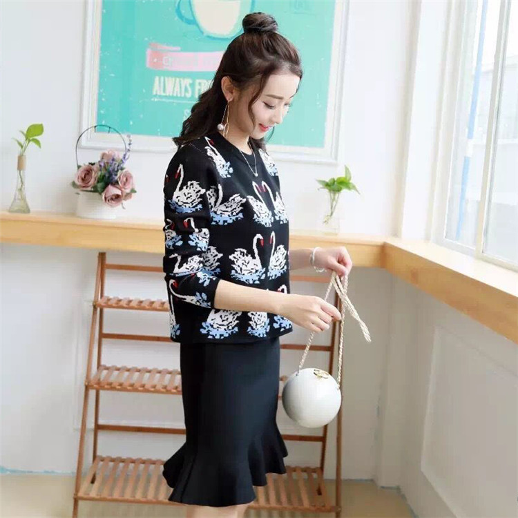 2018 Autumn Winter Womens Knitting Pattern Sweater and Skirts 2pcs Sets Brand Design Popular Pattern Clothing Sets