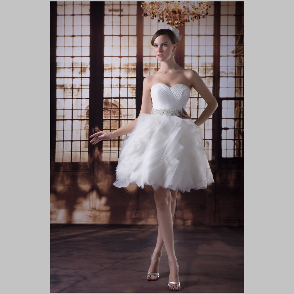 iLoveWedding Short A-Line Wedding Dresses Formal Sweetheart Tiered Tulle Beading Lace Up Knee Length Bridal Gowns YW0053