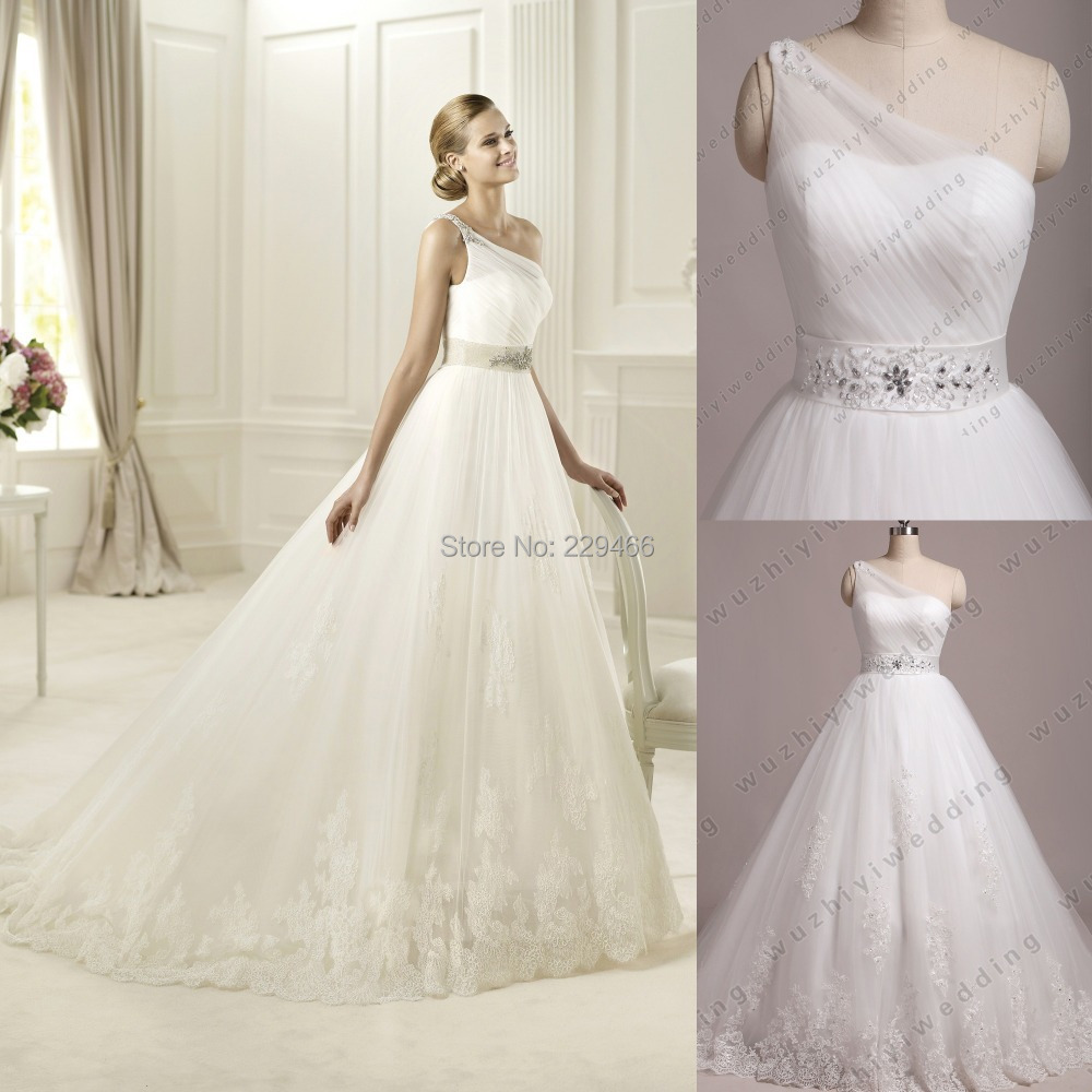 romantic wedding dresses flowy wedding dresses Romantic Wedding gown BridalPulse Wedding Dress Gallery Wtoo Brides Fall Floor