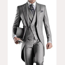 Light Gray Wedding Groom Tailcoat 2018 Peaked Lapel One Button Mens Suits Three Piece Tuxedos Suit (Jacket + Pants + Vest)