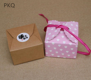 Image 2 - 50 stuks Rood/Zwart/Bruin Papier Doos Bruiloft Gunsten Snoep Doos Kleine Gift Box voor Sieraden DIY cookie/Muffin Verpakking 9x9x6 cm