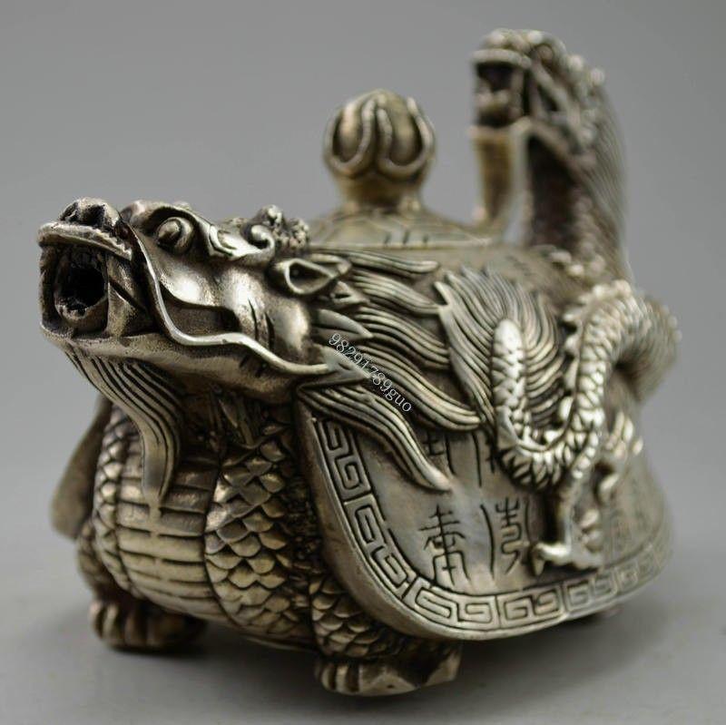 Théière en forme de Dragon sculpté en argent tibétain