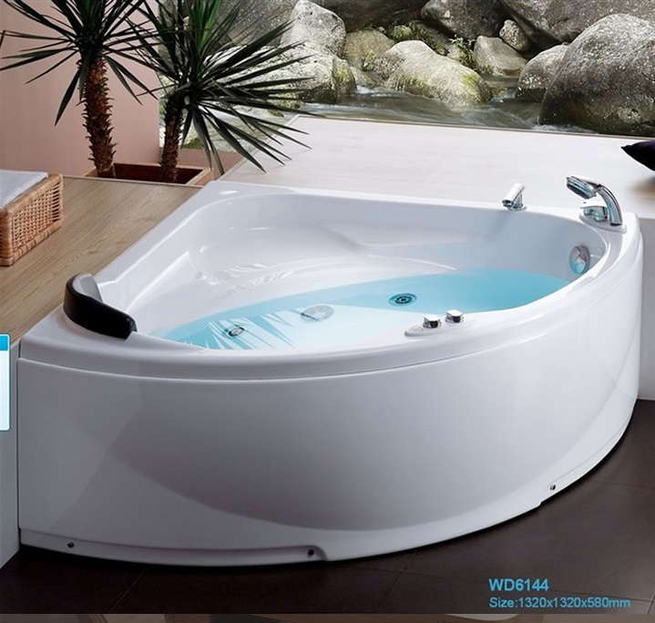 Fiber glass Acrylic whirlpool bathtub Wall Corner MountedTriangular Apron Hydromassage Tub Nozzles Spary jets spa RS6144