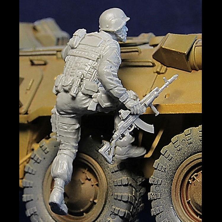 1/35 Scale Unpainted Resin Figure Modern Russian Officer