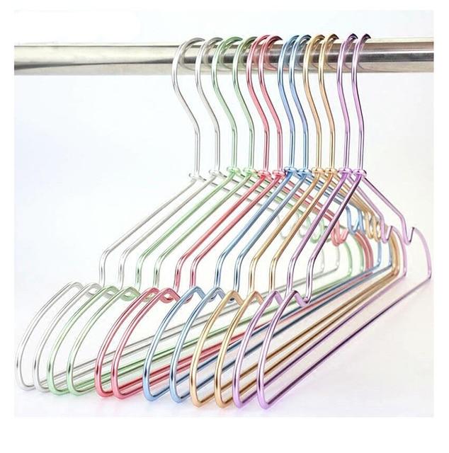 """Résultat de recherche d'images pour """"cintres metal coloré"""""""