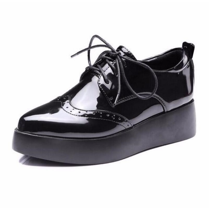 9d3417a4761b New Fashion Black White Lace Up Women Platform Oxford Shoes Ladies Casual  Pointed Toe Brogue Oxfords Shoes Woman Pumps