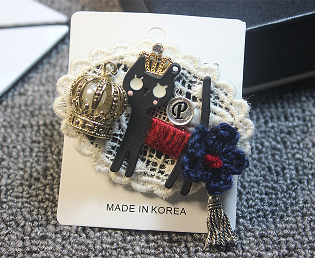 The latest trend of cartoon Retro Style Lace Plaid Brooch