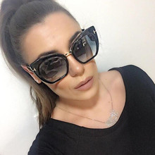 цена на Fashion Big Frame Sunglasses Sexy Cat Eye Women Brand Designer Vintage Rivet Shades Female Sun Glasses Oculos De Sol Feminino