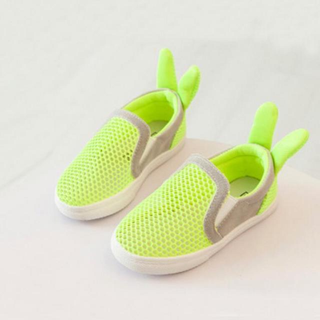 2016 Niñas Zapatos de Conejo Estilo de Malla de Verano Sandalias Casuales Zapatos de Los Muchachos Zapatos de Los Niños Hollow Grano Marea Zapatillas de Deporte