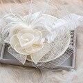 Elegante Bege Rendas Pena Chapéus De Noiva 2017 com Grampo de Cabelo Do Casamento Acessórios Do Casamento para Noivas Véus Chapéus Gaiola headpiece