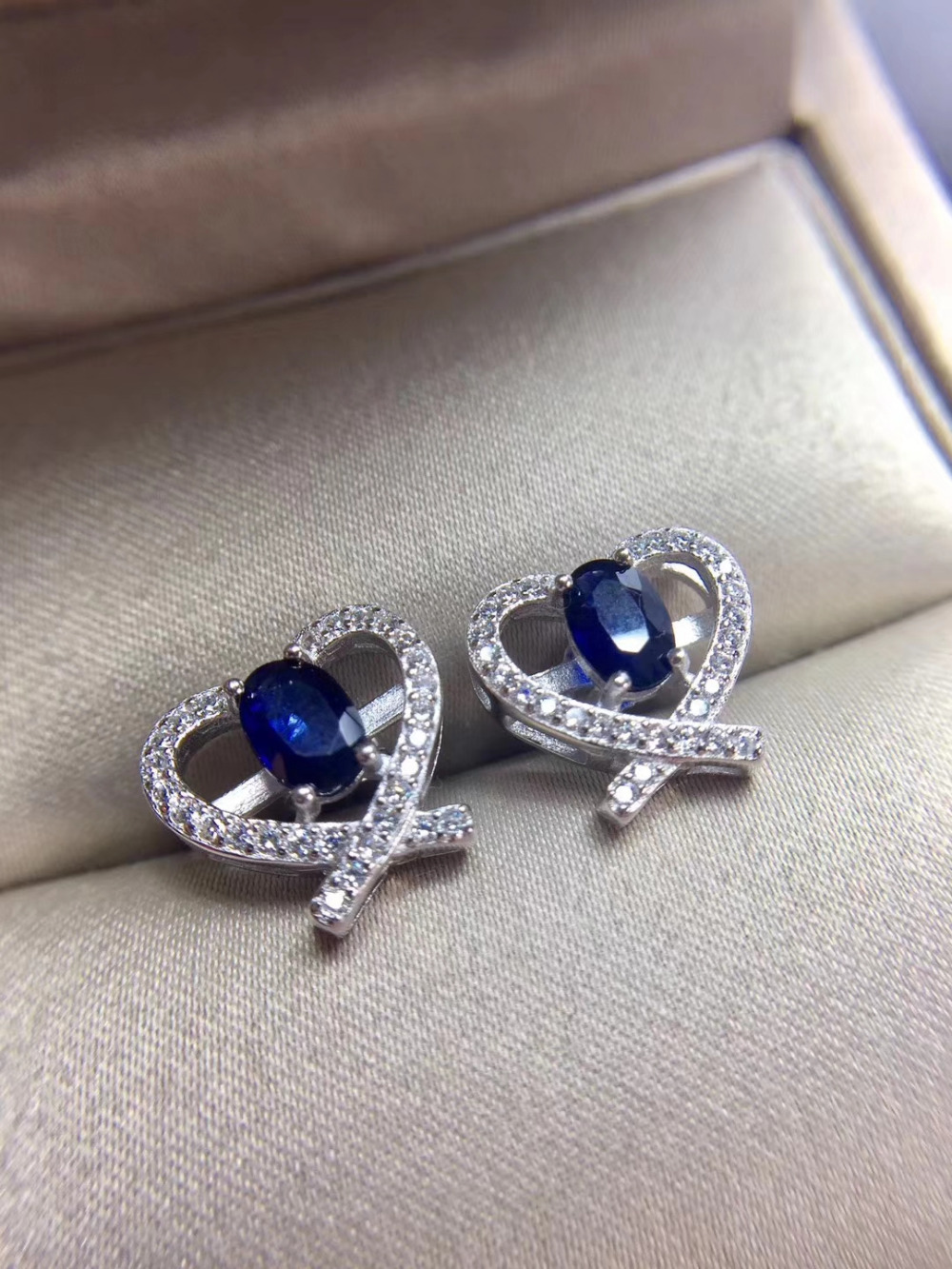 купить Natural dark blue sapphire stud earrings 925 silver natural gemstone earrings women fashion Heart Peach party Earrings jewelry по цене 3312.84 рублей