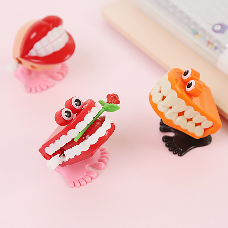 1PCS Toys On The Chain Jumped Four Paragraph Styles Teeth Random Friends Juguetes