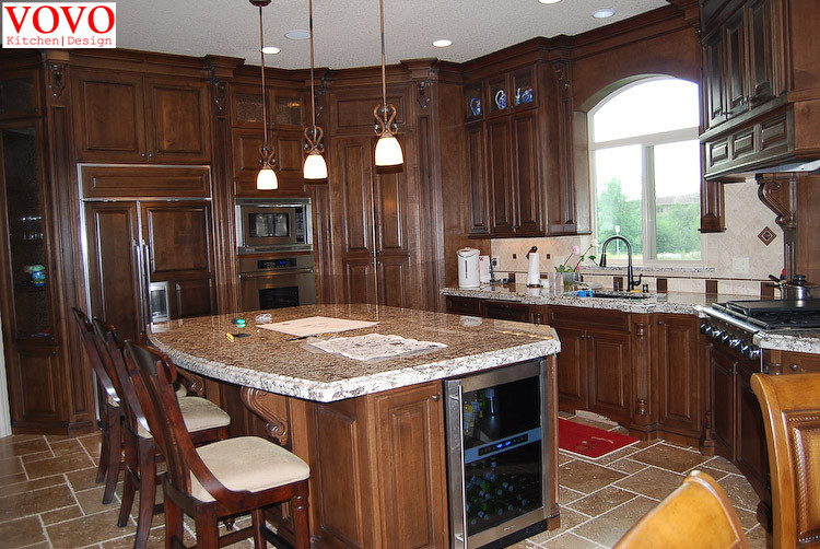 Cherry Solid Wood Kitchen Cabinet With Island In Center