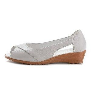 Image 4 - 2020 новые сандалии на танкетке Женская летняя обувь повседневные женские летние сандалии без шнуровки однотонные сандалии на платформе размера плюс 35 43 m833
