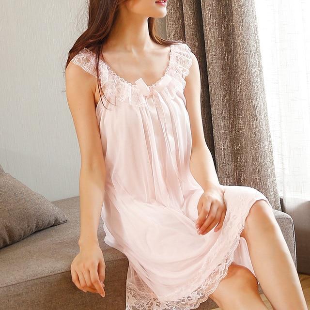 Sleep Lounge ชุดนอนลูกไม้ Nightgowns เซ็กซี่เสื้อผ้าในร่มบ้านสีขาวสีชมพู Chemise โบว์น่ารักสายรัด Nightdress
