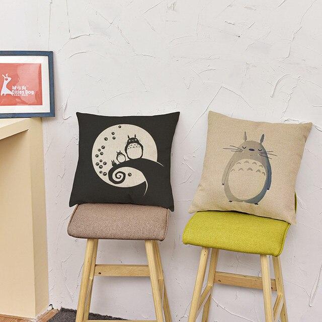Диванные подушки с изображением Тоторо