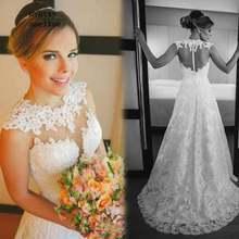 Свадебное платье с кружевной аппликацией круглым вырезом и шлейфом