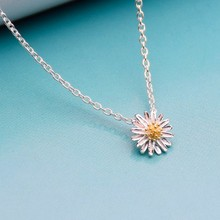 Small Daisy Pendant Necklace