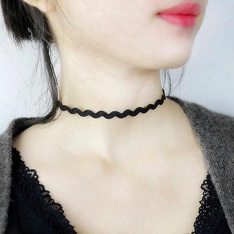 卸売新スタイルビジュー愛ヴィンテージ三角形ジオメトリタトゥー水滴鎖骨チョーカー女性のチェーンネックレスのジュエリー