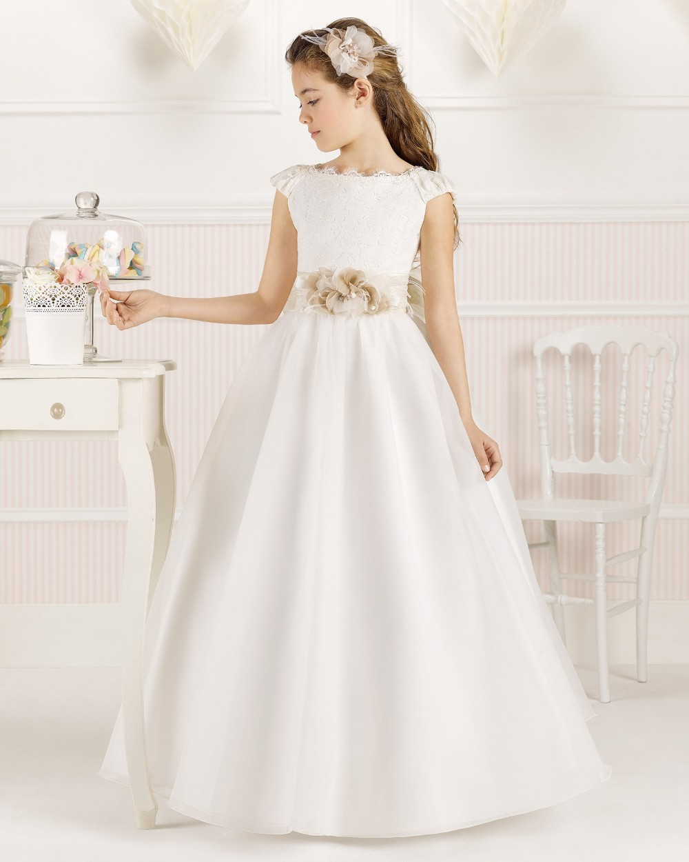 2019 A-Line Scoop   Flower     Girl     Dresses   Sleeveless Floor-Length Embroidery Cap Sleeves Satin first communion   dress   for   girls