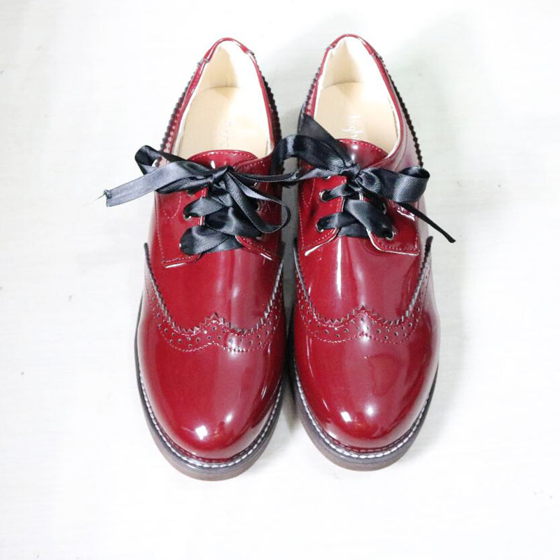 08d38a9bb12b2 Vintage Patent Leather Women Oxfords Fashion Carved Brogue Lace Up Oxford  Shoes For Women Big Size 34-43 Ladies Oxfords Shoes