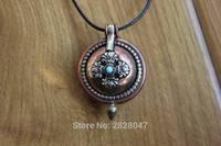 PN564 Vintage Tibétain En Laiton Chanceux Noeud et Dorje Bouddhiste Prière Boîte Gau Amulette Main Au Népal 37mm Boîte Ronde Pendentif