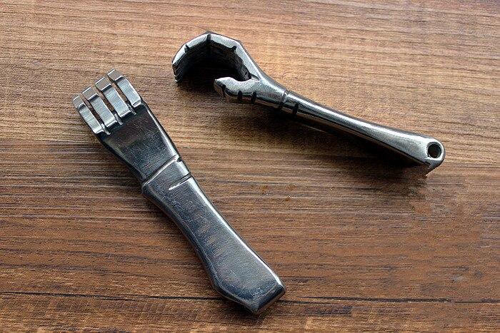 Fait à la main 304 en acier inoxydable petite main style tire-bouchon porte-clés pendentif EDC outils