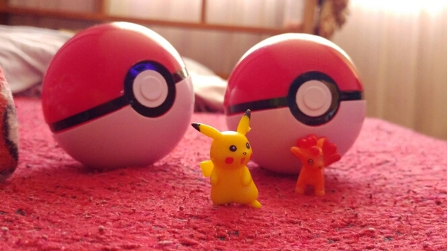 15Styles 1Pcs Pokeball + 1pcs Free Random Tiny Action Figures Toys for Children