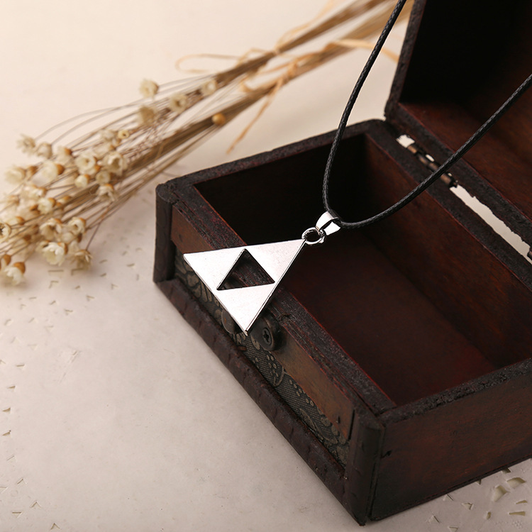 Anime The Legend of Zelda The Triforce Necklace Metal Figure Pendant Necklace High-quality Movie Jewelry