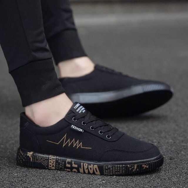 New 2018 Spring Summer Canvas Shoes Men Sneakers Low Top Black Shoes