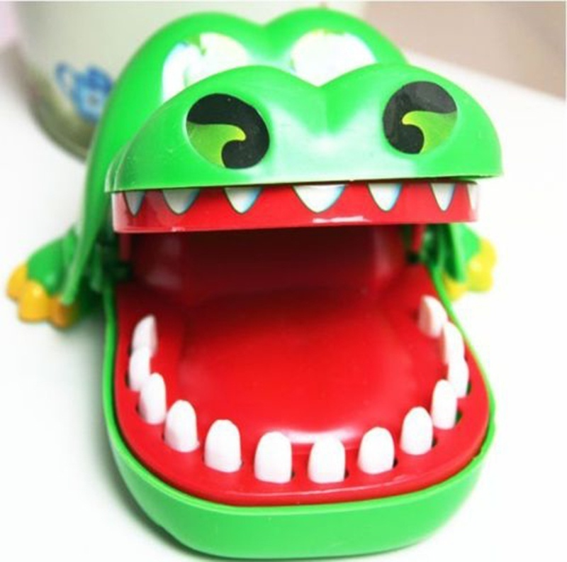 Cute Playing Toy Green Crocodile Mouth Dentist Bite Finger Game Funny Toy universal cute funny jacket style cellphone bag blue fluorescent green