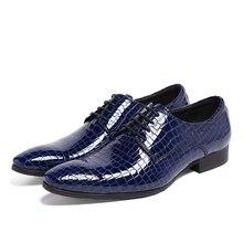 Мода синий/красный Дышащий дерби обувь мужские туфли лакированной кожи острым носом бизнес обувь мужская формальные свадебные туфли