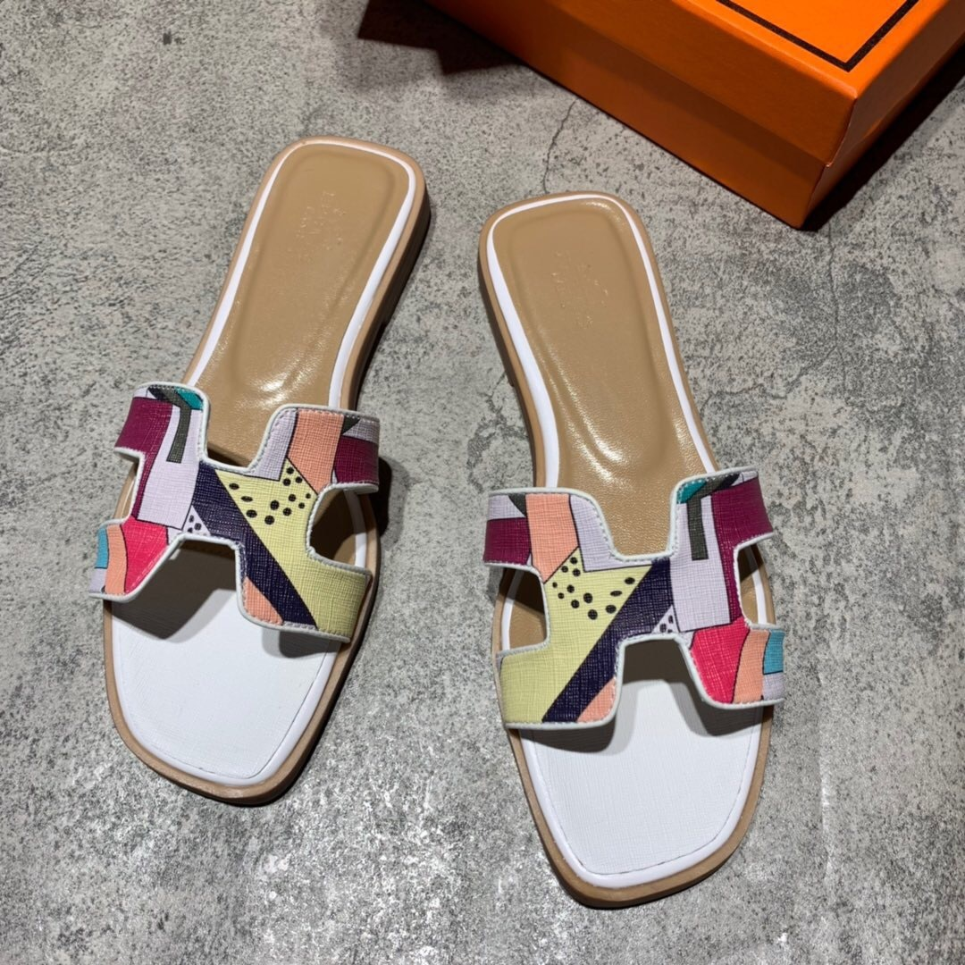 H-slippers women fashion show wearing flat-soled sandy beach one-word color slippers wholesale new manufacturers in 2019H-slippers women fashion show wearing flat-soled sandy beach one-word color slippers wholesale new manufacturers in 2019