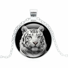 Glass Jewelry with Silver Plated Glass Cabochon Tiger Shaped Choker Pendant Necklace for Women Party