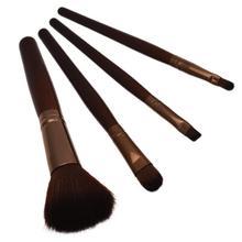 Kosmetický štětec na make up s dřevěnou rukojetí
