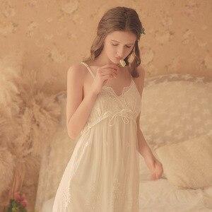 Image 2 - Vintage femmes chemises De nuit blanc dentelle 2 photos Robes Royal Roupas De Dormir Femininas déshabillé en dentelle