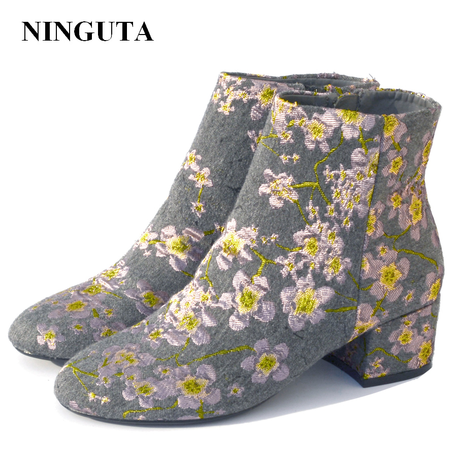 купить NINGUTA embroider ankle boots for women med heel women boots for spring autumn shoes woman по цене 1495.95 рублей