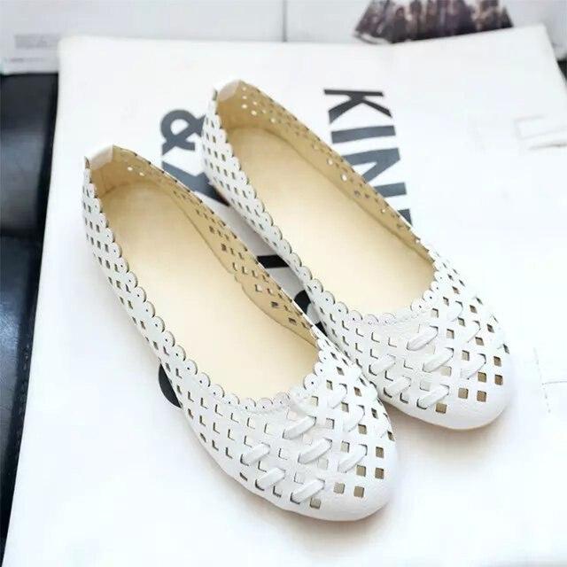 Yaz Kadın Bale Daireler kayma Beyaz Loafer'lar Kadın PU kesimler Moccasins Içi Boş Nefes düz ayakkabı Bayanlar rahat ayakkabılar