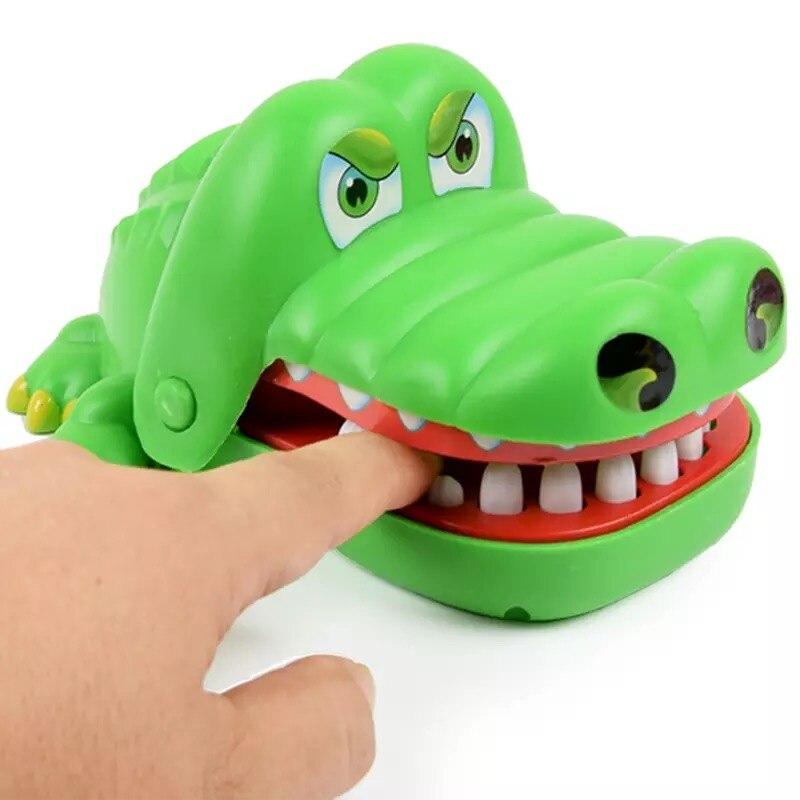118118 Mordent le doigt petit jouets en gros la adulte de la grande bouche crocodile requin BBB 0 enfants pirate seau d'électricité.