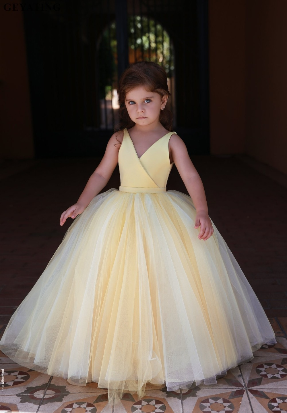 Arabic Yellow Ball Gown Flower Girls Dresses 2020 V-Neck Tulle First Communion Dress Baby Girl Pageant Dress Kids Party Gowns
