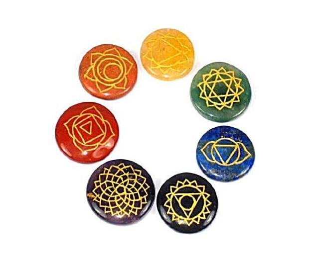 Reiki Chakra Healing Stones w / Chakra Case Set med 7 Chakra Stones med graverade Chakra-symboler 30mm