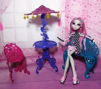 NEW Arrival Monster High Plastic Travel Accessories Table Chair Bench Umbrella Set Toy Furniture For Barbie