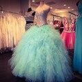 Бальное платье милая блестящие кристалл бисером долго одутловатое выпускного платья шампанское и мятно-зеленый рюшами vestidos 15 anos