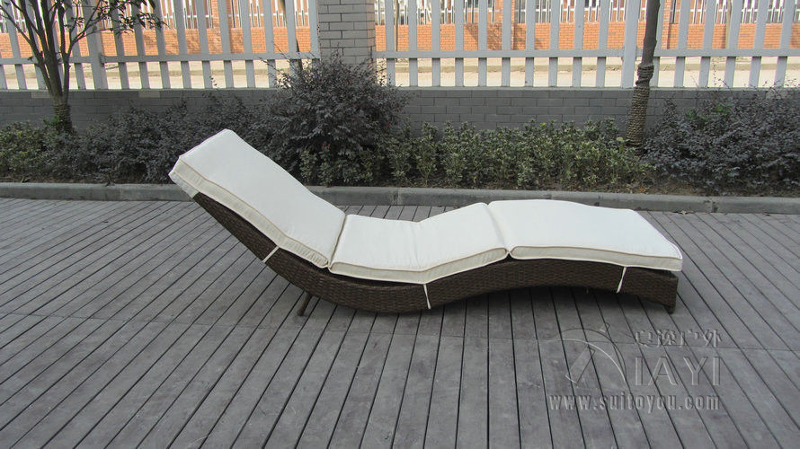 Luxury Rattan Sun Lounger For Living Room Hotel Restaurant transport by sea