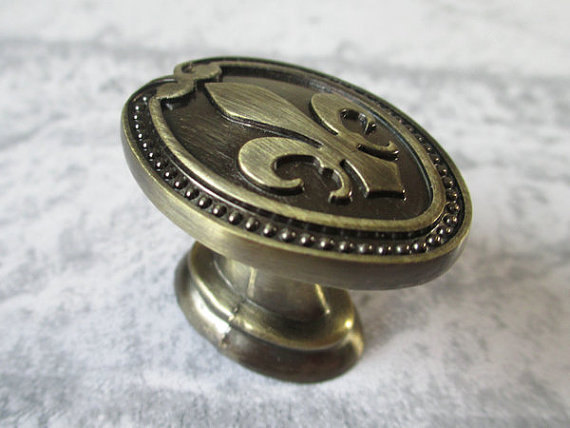 Dresser Knobs Pulls Antique Bronze / Drawer Knobs Pulls Handles Fleur De Lis / Cabinet Door Knobs Pull Handle / Rustic Furniture vintage brass kitchen furniture file cabinet cabinet door knobs and handles antique bronze drawer door knobs pulls handle hw204