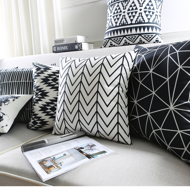 Moderne noir et blanc enfants housses de coussin for Acheteur maison du monde